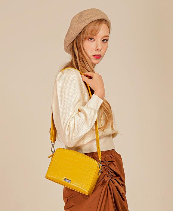 """[록체 LOKCHE] 몰리 스퀘어백 (LOK-0405)Molly Square Bag -Yellow / 모모랜드 """"주이"""" 착용가방 타임메카"""